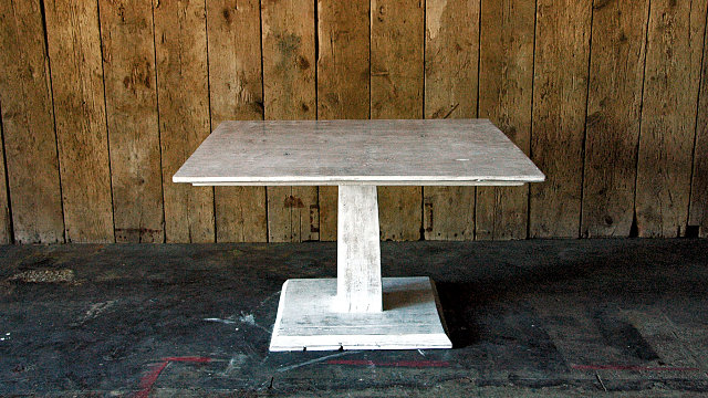 De Blanca Pedestal Table